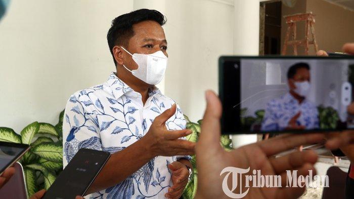 Rektor Universitas Sumatera Utara (USU) Muryanto Amin memberikan keterangan di rumah dinas Rektor Universitas Sumatera Utara (USU), Medan, Selasa (12/10/2021). Terkait peredaran narkoba di kampus, pihak USU melakukan pengaduan ke BNNP Sumut untuk melakukan penggerebekan.