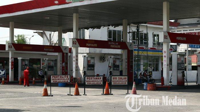 Berita Foto: Aktivitas SPBU di Jalan Ringroad Sempat Terhenti Karena Kehabisan Stok BBM