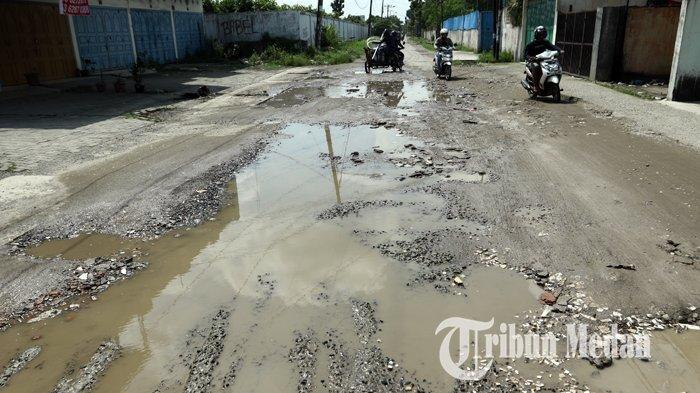 Berita Foto: Kondisi Jalan Rusak dan Berlubang Sudah Berbulan-bulan Belum Juga Diperbaiki - 14022020_jalan_rusak_danil_siregar-1.jpg