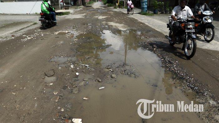 Berita Foto: Kondisi Jalan Rusak dan Berlubang Sudah Berbulan-bulan Belum Juga Diperbaiki - 14022020_jalan_rusak_danil_siregar-2.jpg