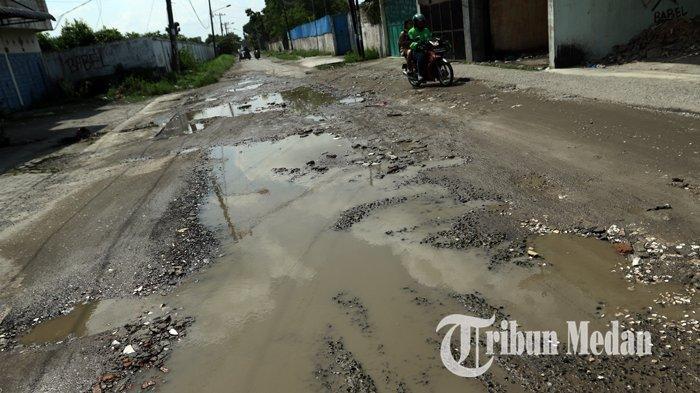Berita Foto: Kondisi Jalan Rusak dan Berlubang Sudah Berbulan-bulan Belum Juga Diperbaiki - 14022020_jalan_rusak_danil_siregar-3.jpg