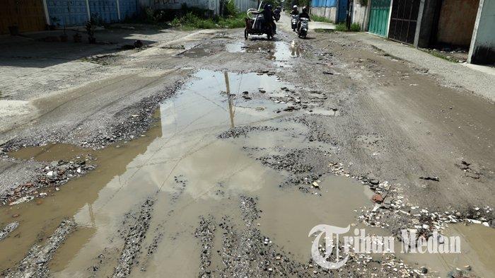 Berita Foto: Kondisi Jalan Rusak dan Berlubang Sudah Berbulan-bulan Belum Juga Diperbaiki - 14022020_jalan_rusak_danil_siregar.jpg