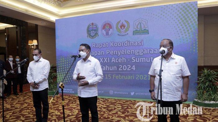 Menpora Zainudin Amali (tengah) didampingi Gubernur Sumut Edy Rahmayadi (kiri), Ketua Umum KONI Pusat Marciano Norman memberikan keterangan seusai mengikuti rapat kordinasi persiapan penyelenggaraan PON, di Medan, Senin (15/2/2021). Dari hasil rapat tersebut, Menpora menilai Sumut-Aceh siap sebagai tuan rumah PON XXI 2024.