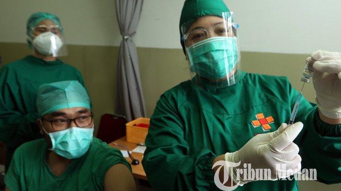 Berita Foto: Pelaksanaan Vaksinasi Covid-19 untuk Tenaga Kesehatan di RS Universitas Sumatera Utara