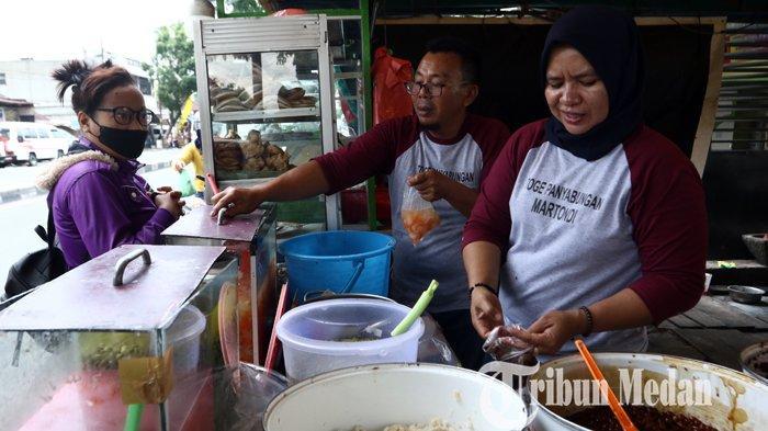 Berita Foto: Takjil Toge Khas Panyabungan yang Digemari Warga untuk Menu Berbuka Puasa