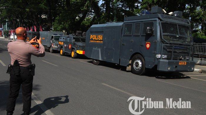 Berita Foto: Satu Kompi Personel Polda Sumut BKO ke Belawan, Mengantisipasi Terjadi Tawuran Lanjutan