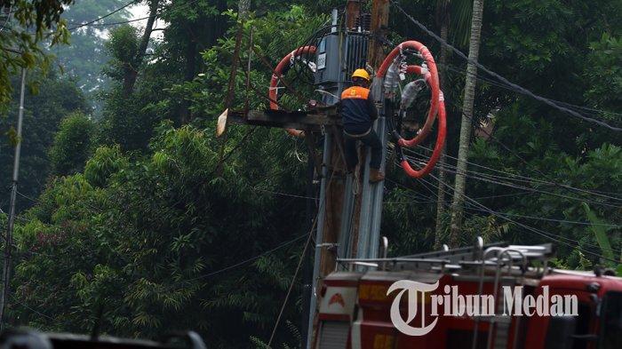 Berita Foto: Perawatan Jaringan Listrik untuk Menjaga Kualitas Listrik Tetap Aman - 21092019_perawatan_jaringan_listrik_danil_siregar.jpg