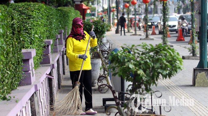Berita Foto: Perlu Dukungan Masyarakat Agar Kota Medan Bersih dari Sampah - 23012020_membersihkan_sampah_danil_siregar-1.jpg