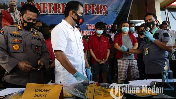 Berita Foto Polisi Hadirkan Pelaku Pembunuh Jefri Wijaya Alias Asiong Masalah Utang Judi Online Tribun Medan