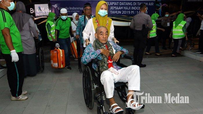 Berita Foto: Rombongan Jemaah Haji Kloter Pertama Tiba di Debarkasi Asrama Haji Medan - 24082019_kedatangan_jemaah_haji_kloter_pertama_danil_siregar-1.jpg