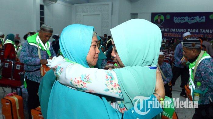 Berita Foto: Rombongan Jemaah Haji Kloter Pertama Tiba di Debarkasi Asrama Haji Medan - 24082019_kedatangan_jemaah_haji_kloter_pertama_danil_siregar-2.jpg