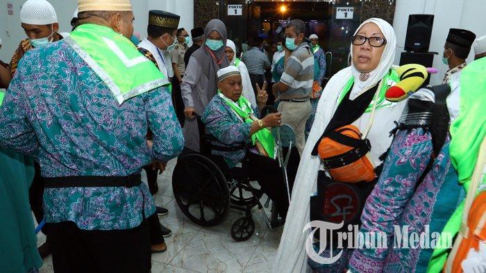 Berita Foto: Rombongan Jemaah Haji Kloter Pertama Tiba di Debarkasi Asrama Haji Medan - 24082019_kedatangan_jemaah_haji_kloter_pertama_danil_siregar-3.jpg