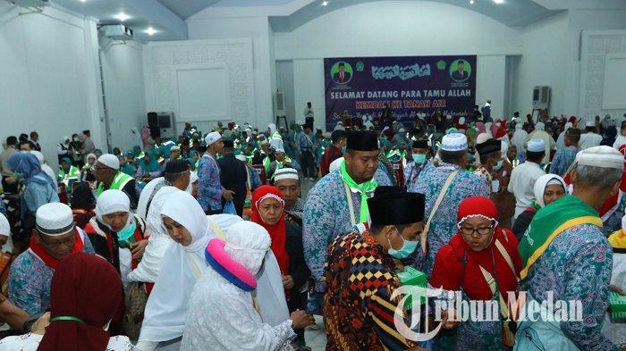 Berita Foto: Rombongan Jemaah Haji Kloter Pertama Tiba di Debarkasi Asrama Haji Medan - 24082019_kedatangan_jemaah_haji_kloter_pertama_danil_siregar-4.jpg