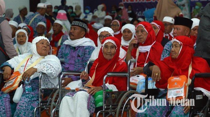 Berita Foto: Rombongan Jemaah Haji Kloter Pertama Tiba di Debarkasi Asrama Haji Medan - 24082019_kedatangan_jemaah_haji_kloter_pertama_danil_siregar-5.jpg