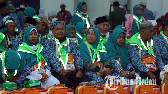 Berita Foto: Rombongan Jemaah Haji Kloter Pertama Tiba di Debarkasi Asrama Haji Medan - 24082019_kedatangan_jemaah_haji_kloter_pertama_danil_siregar-6.jpg