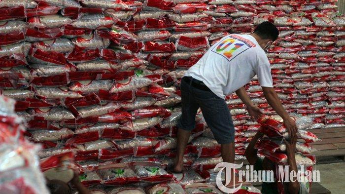 Berita Foto: Bulog Salurkan Beras Bantuan 9,5 Juta Kilogram Kepada Warga Terdampak PPKM di Sumut