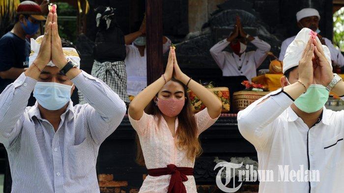 Berita Foto: Umat Hindu di Medan Rayakan Hari Raya Kuningan di Pura Agung Raksa Buana
