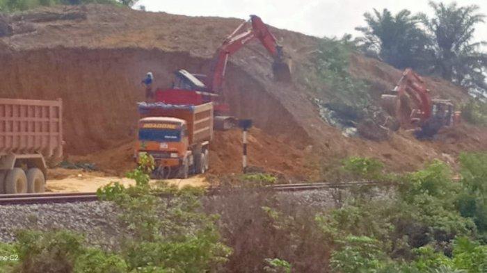Warga Protes Galian Ilegal di Bukit PKS Gohor Lama Langkat, PT KAI Akan Cek Lokasi