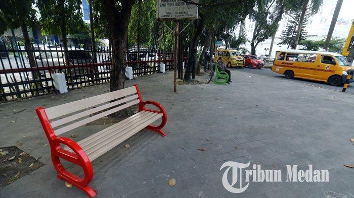 Berita Foto: Fasilitas Kursi di Pedestrian Memberikan Kenyamanan untuk Pejalan Kaki - 27122019_kursi_pedestrian_danil_siregar.jpg