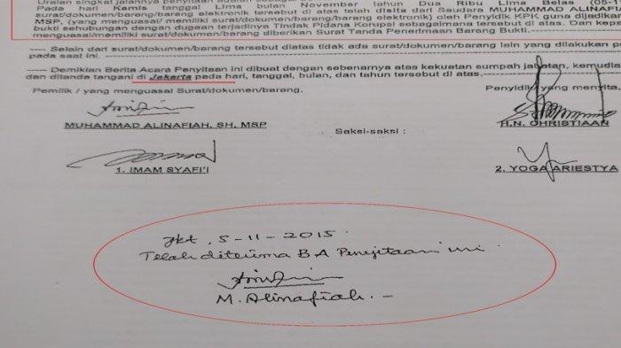 Barang bukti surat 'benggol' yang ditandatangai Alinafiah dalam kasus suap anggota DPRD Sumut.