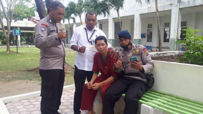 Abrip Asep saat ditemui teman-temannya di RSJ Banda Aceh (facebook)
