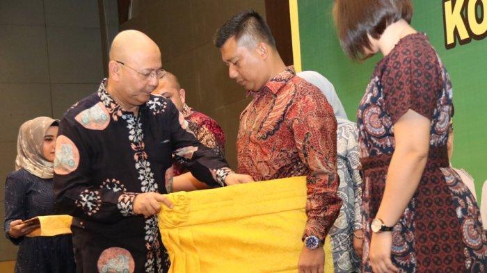 EldinSambut Dandim O201/BS yang Baru dengan Seperangkat Pakaian Adat Melayu