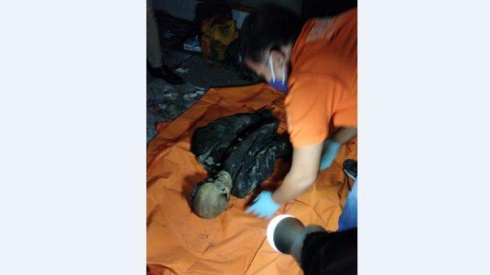 Ada Tengkorak di Rumah Kosong yang 20 Tahun Ditinggalkan, Ini Foto-fotonya saat Dievakuasi