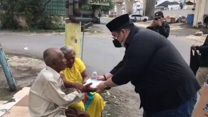 """Program """"Berbagi Menuju Berkah"""", SAPMA AMS XII Kota Medan Berbagi Nasi Kotak dan Masker"""