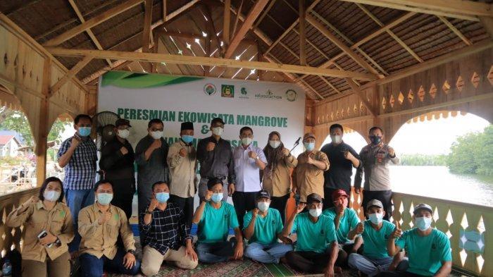 Foto bersama kelompok LPHD Pasar Rawa, Yagasu dan rombongan Dirjen
