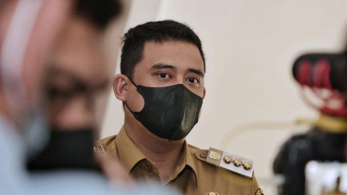 Wali Kota Medan Bobby Nasution ketika door stop dengan wartawan di Balai Kota Medan usai menghadiri Sidang Paripurna DPRD Medan, Senin (7/6).