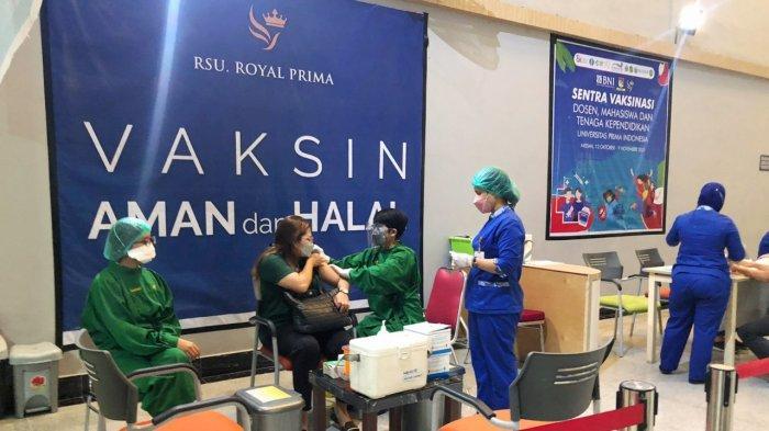 BNI Cabang Medan bersama OJK Sumbagut dan Rumah Sakit Royal Prima menggelar vaksinasi massal kepada 4.000 orang mahasiswa/i Universitas Prima Indonesia, Selasa (12/10/2021).