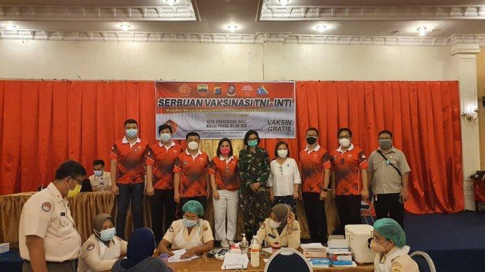 Kodam I/BB bekerja sama dengan Perhimpunan Indonesia Tionghoa (INTI) Sumut gelar serbuan vaksinasi tahap pertama di Gedung Kito Convention Hall, Jalan Dahlan Tanjung, Kecamatan Tanjungmorawa, Kabupaten Deliserdang, Rabu (13/10/2021) pagi.