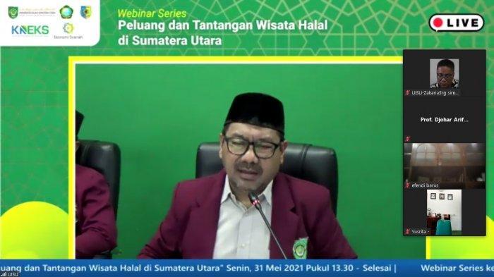 Dekan FAI UISU Dr. Mohammad Firman Maulana, MA sebagai moderator sedang memandu kegiatan webinar peluang dan tantangan wisata halal di Provinsi Sumatera Utara, Senin (31/5/2021).
