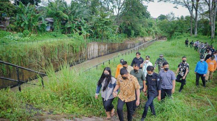Peringati Hari Lingkungan Hidup, Bobby Nasution Ajak Kahiyang Terobos Hujan Kunjungi Hutan Kota