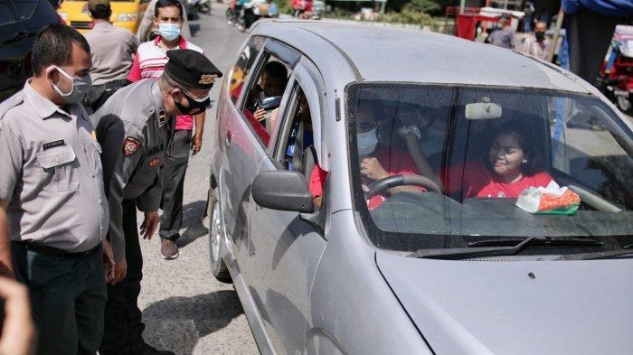 Penyekatan Berlanjut, Petugas Periksa Pengendara yang Akan Masuk Kota Medan