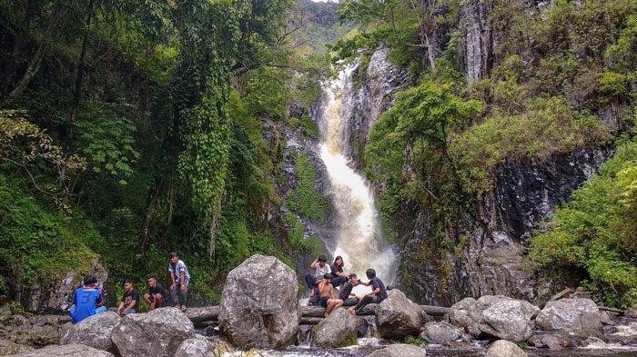 Air Terjun Siringo, Spot Wisata Tersembunyi di Dalam Hutan Silahisabungan Dairi