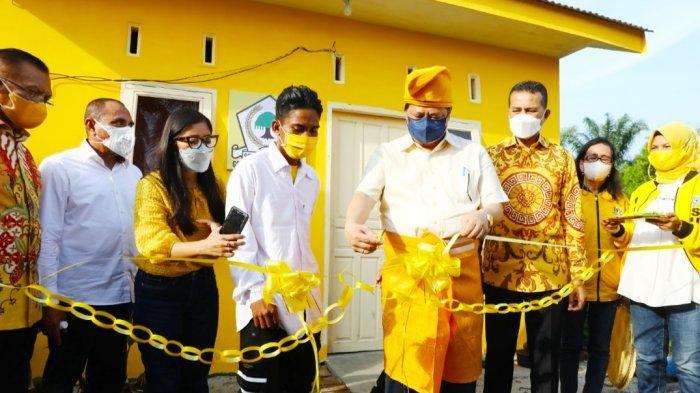 Bedah 24 Rumah Warga, Airlangga Hartarto Apresiasi DPD Golkar Sumut