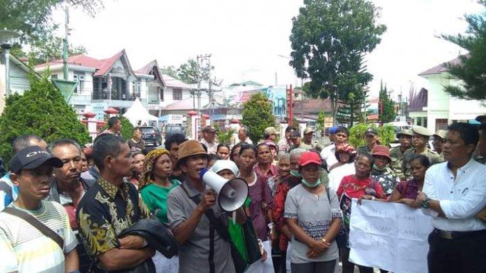 Protes Eksplorasi Panas Bumi, Ratusan Warga Desa Banuajil Datangi DPRD Tapanuli Utara
