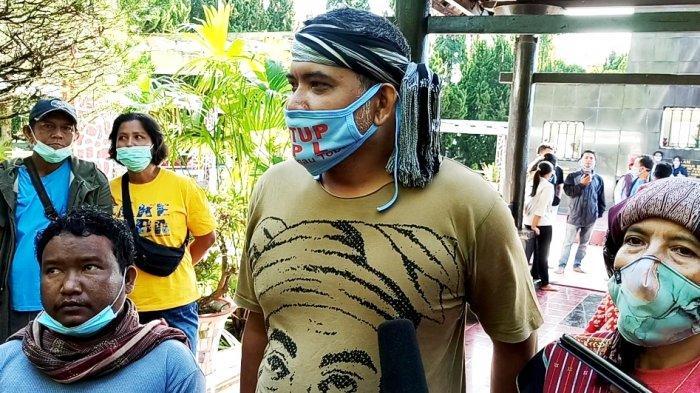 BREAKING NEWS Ingin Bertemu Jokowi Minta Tutup PT TPL, Tiga Aktivis Toba Jalan Kaki ke Jakarta