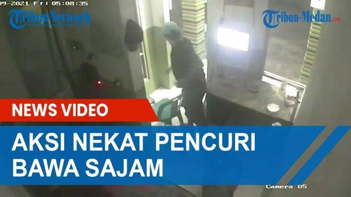 TEREKAM CCTV, Aksi Pria Bersajam yang Mau Mencuri Lawan Empat Satpam Perumahan