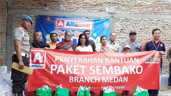 """Grand Opening"" di Pangururan, Alfamidi Gelar Bakti Sosial"