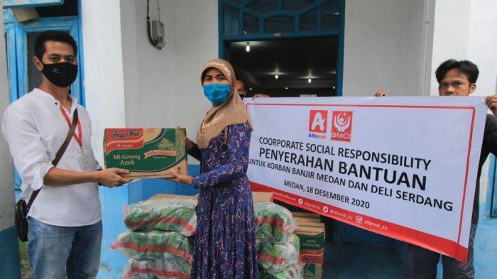 Alfamidi Cabang Medan Berikan Bantuan kepada Warga Deli Serdang yang Terdampak Bencana Banjir