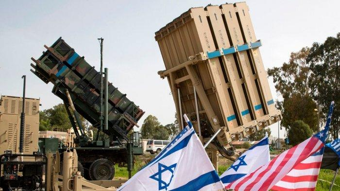 Dua alutsista arhanud antirudal Patriot (kiri) dan Iron Dome buatan Israel dalam satu latihan 2018 lalu.