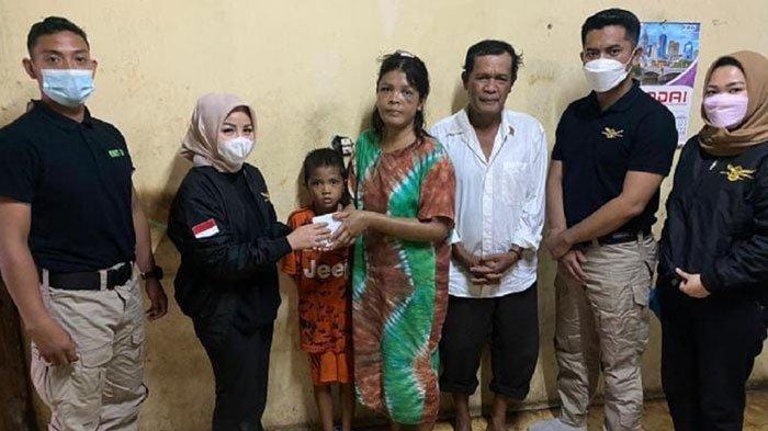 Srikandi AMS XII Medan Kunjungi Rina Simanungkalit Korban Penyekapan dan Penganiayaan