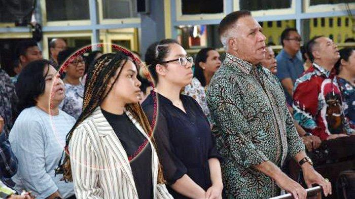 Dari Kiri: Raisa, Ruth, dan sang ayah, Komjen Paulus Waterpauw