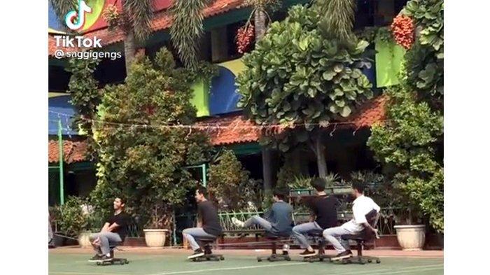 Tangkapan gambar dari video di TikTok yang menunjukkan keriangan anak-anak remaja kala berada di sekolah.
