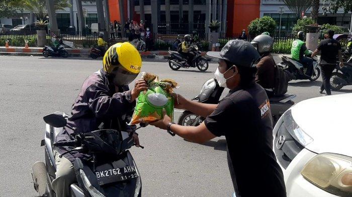 PPKM Darurat Di Medan Diperpanjang, Adzkia Grub Keliling Bagikan 3 Ton Beras