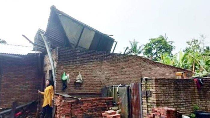 Puluhan Rumah di Dua Desa Kabupaten Deliserdang Rusak Parah, Ada Warga Tertimpa Tower Wi-Fi
