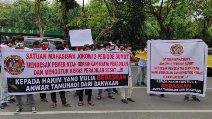 ANWAR TANUHADI Dituntut 3 Tahun, Puluhan Mahasiswa Minta PN Medan Bebaskan Terdakwa