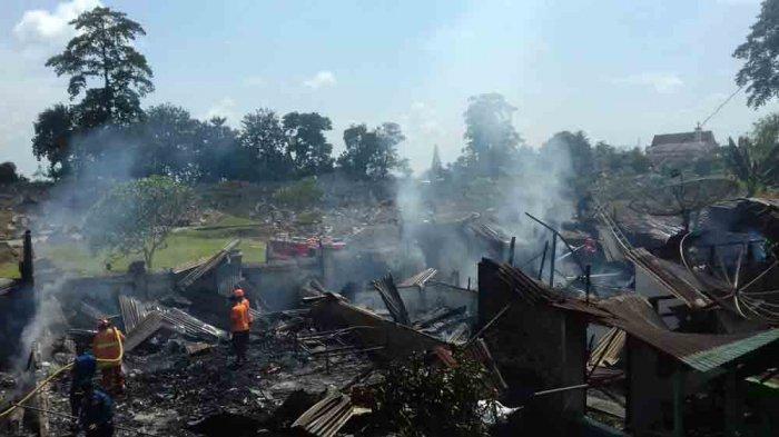 Api Lalap Habis 12 Rumah di Bantaran Rel Kereta Api Hingga Rata dengan Tanah